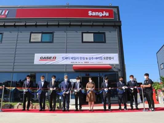Case IH welcomes new dealer and launches new round baler in South Korea